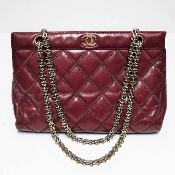 1d5f5e3f70d3 CHANEL Handbags - FLASH SALE! CHANEL Quilted Leather Bag